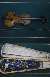 Скрипка великого оперного певца Александра Ильича Мозжухина.