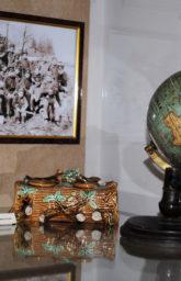 Музей Ульянова. Глобус и письменный прибор из дома Финогеевых