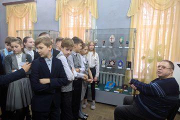 Встреча с мастером художественного переплета, руководителем студии «Золотой  фолиант» А.Е. Симбуховским.