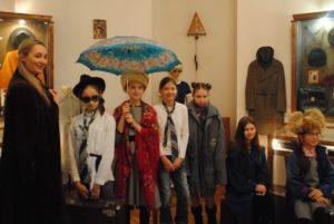 Урок на открывшейся выставке «Капризы моды за 100 лет. ХХ век в истории одежды».