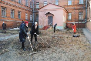 Сотрудники музея приняли  участие в месячнике по благоустройству территории