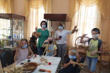 В Музее народного творчества прошел мастер — класс по изготовлению куклы «Птица- счастье» из лыка