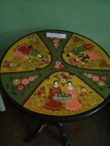 В экспозициях Музея народного творчества можно познакомиться с изделиями пензенских мастеров, расписанных в манере городецкой росписи
