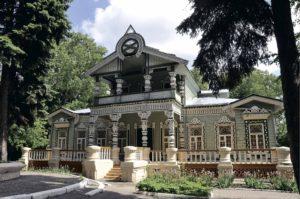 Музей народного творчества размещается в старинном деревянном особняке, построенном в начале XIX в.