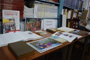 21 декабря в библиотеке краеведческого музея открылась выставка «Золотые мониста», посвящённая цыганскому народу