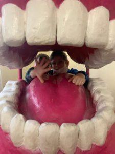 А Вы знаете, как быстро и весело научить ребёнка правильно чистить зубы?