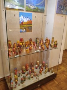 Сегодня, 5 марта, накануне Международного женского дня, в музее И. Н. Ульянова открылась уникальная выставка «Деревянные красавицы Галины Михотиной»