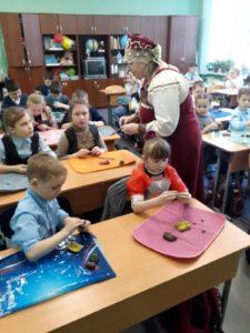 В дни празднования широкой Масленицы Музей народного творчества проводит мастер — классы по изготовлению жаворонков