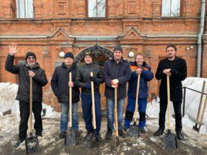 Сотрудники Пензенского краеведческого музея провели уборку территории, очистили дорожки музея от снега и льда