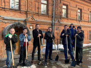 В рамках месячника по санитарной уборке и благоустройству территории города сотрудники Пензенского краеведческого музея поддерживают чистоту и порядок не только в стенах музея, но и за их пределами