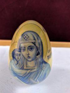Образ Фёдоровской Божией Матери на пасхальном яйце пензенского мастера лаковой миниатюры С.М. Борисовой