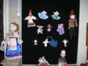 В экспозиции музея народного творчества представлены традиционные тряпичные куклы