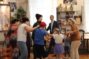 В рамках мероприятия «Майский хоровод» в музее И. Н. Ульянова прошел квест «Русская изба. Каша чудо наше»