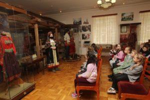 5 мая в музее И.Н. Ульянова прошло фольклорное мероприятие «Пасхальный благовест», посвященное обрядам, традициям празднования Пасхи в XIX веке в крестьянских традициях