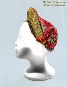 Старинные женские головные уборы из села Канаевка в фондах Пензенского краеведческого музея