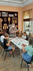 В рамках программы «Клуб выходного дня» в музее народного творчества прошёл мастер-класс по изготовлению глиняной игрушки