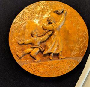 Органичной частью музейной инсталляции «В крестьянской избе» в музее народного творчества являются декоративные панно пензенского резчика Т.Я. Борисова