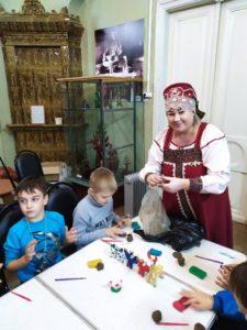В музее народного творчества для учащихся школы № 30 прошёл мастер-класс по изготовлению глиняной игрушки
